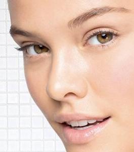 زیبایی برای لیزر لکه های پوستی